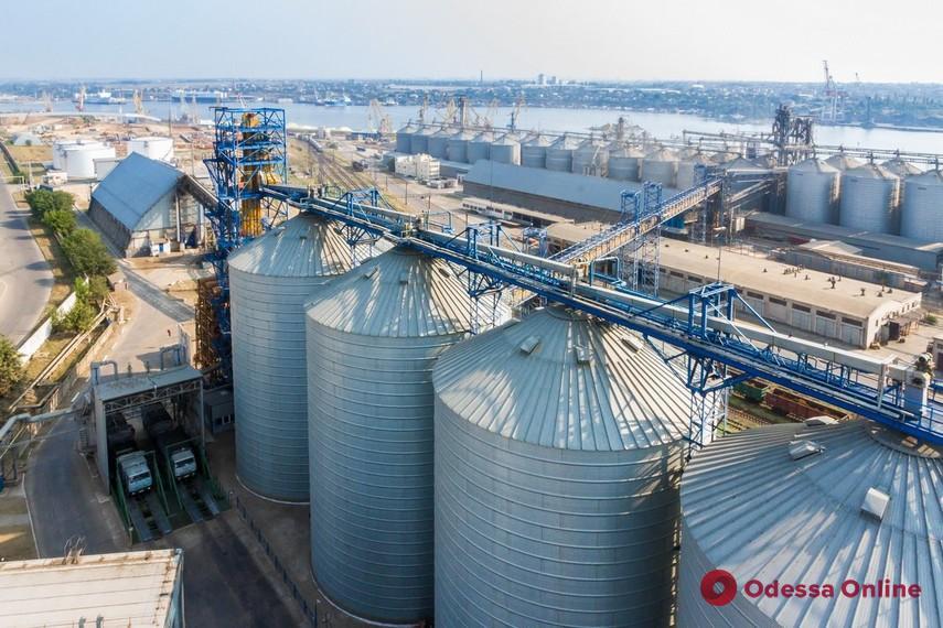 Под Черноморском второй день подряд «минировали» зерновой терминал
