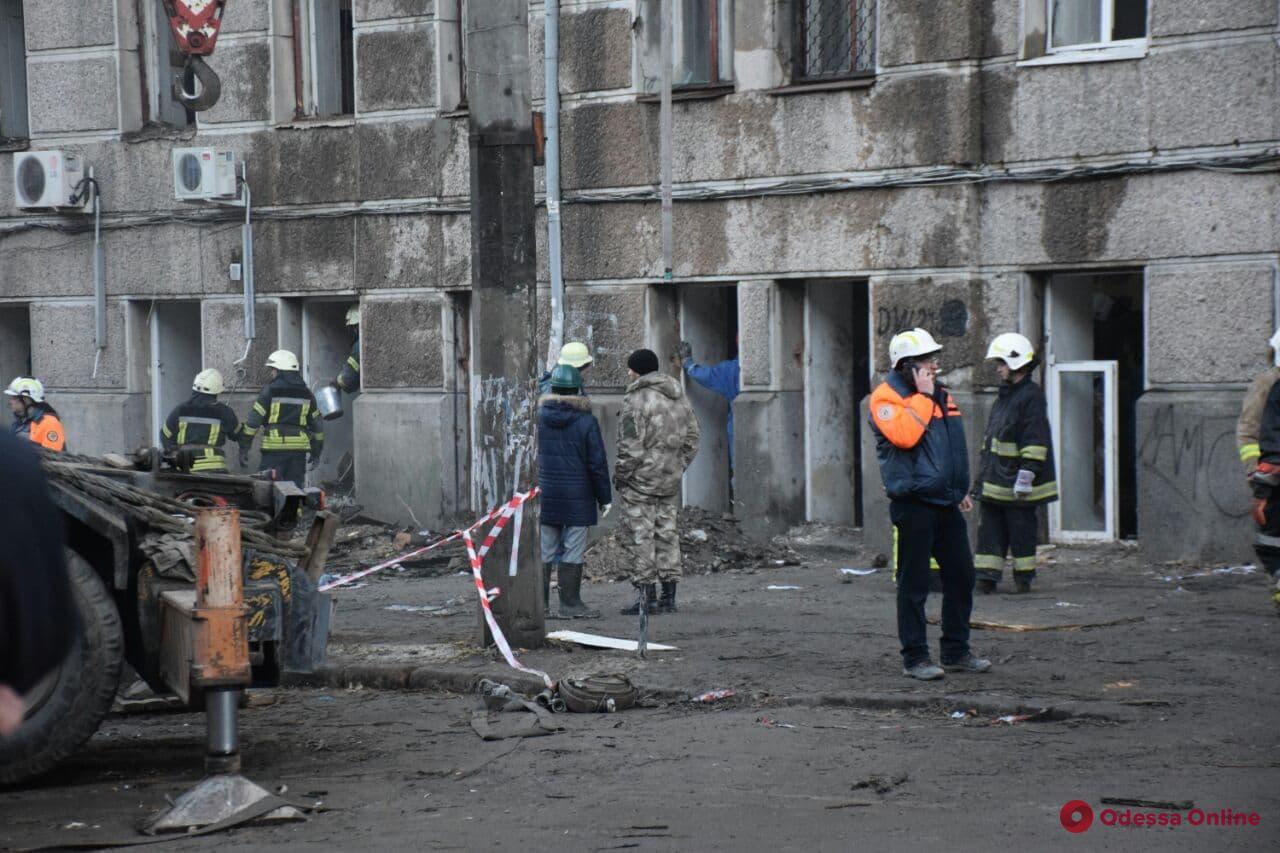В сгоревшем здании на Троицкой нашли тело еще одной жертвы (видео)