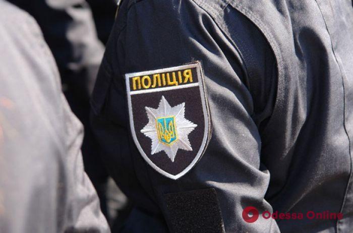 На поселке Котовского пьяная одесситка набросилась с кулаками на полицейскую