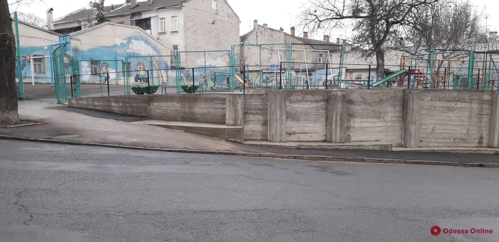 На Ольгиевском спуске отремонтировали подпорную стену