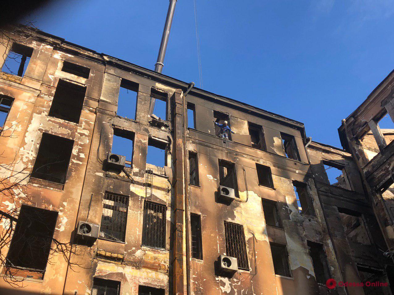 Мэрия выплатит по 120 тысяч семьям погибших во время пожара на Троицкой