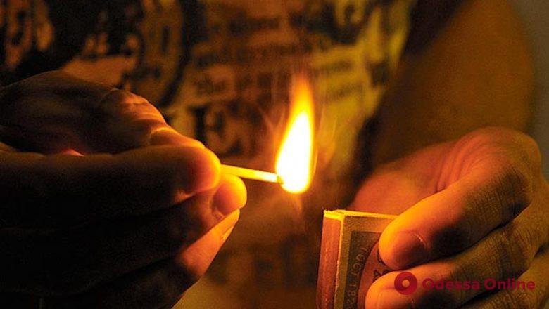 Поджег дом друга 18-летней дочери: жителя Одесской области оставили в СИЗО
