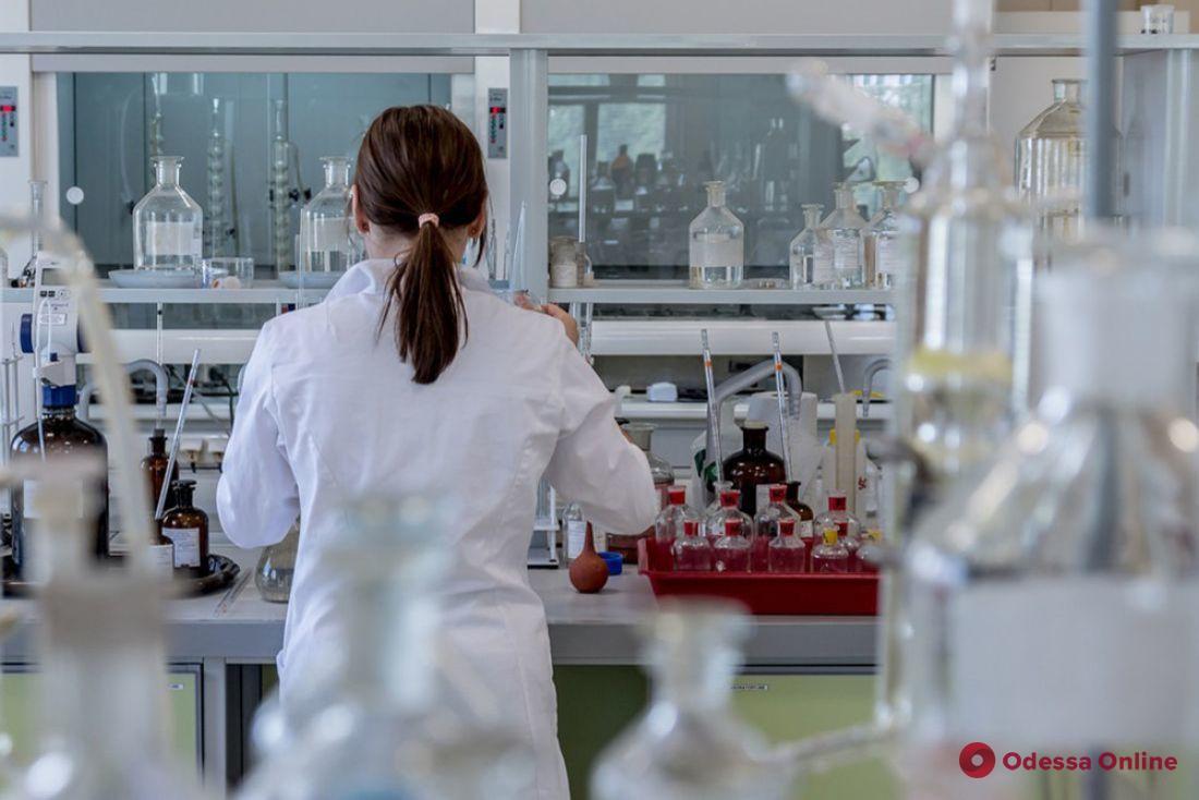 Незаконные надбавки к зарплате: в лабораторном центре Минздрава нашли нарушений на 1,7 миллиона