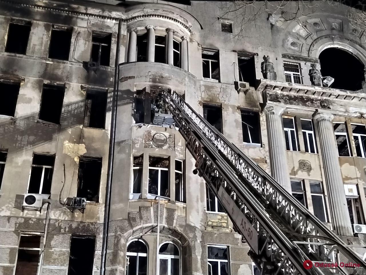 В Украине объявлен день траура по погибшим во время пожара в одесском колледже