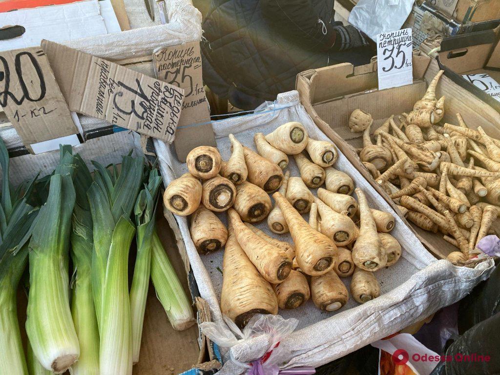 Топинамбур, картофель и корень пастернака: воскресные цены на одесском «Привозе»