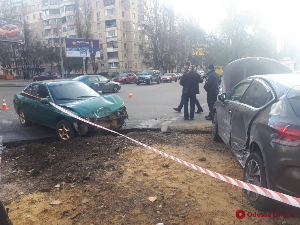 На Таирова от столкновения двух легковушек пострадала женщина-пешеход