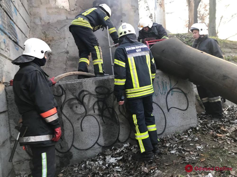 В Одессе тушили пожар в кабельном тоннеле на Водопроводной (фото, обновлено)