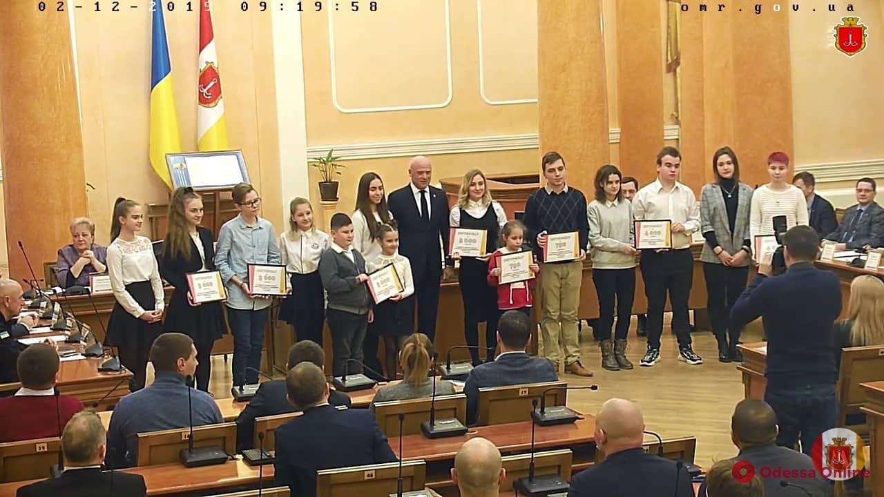 Мэр Одессы наградил победителей школьного конкурса «Стоп-буллинг»