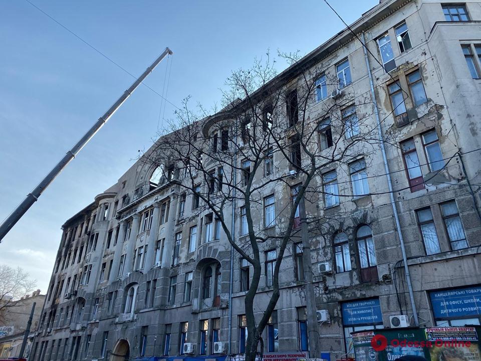 Пожар на Троицкой: в больницах остаются девять пострадавших