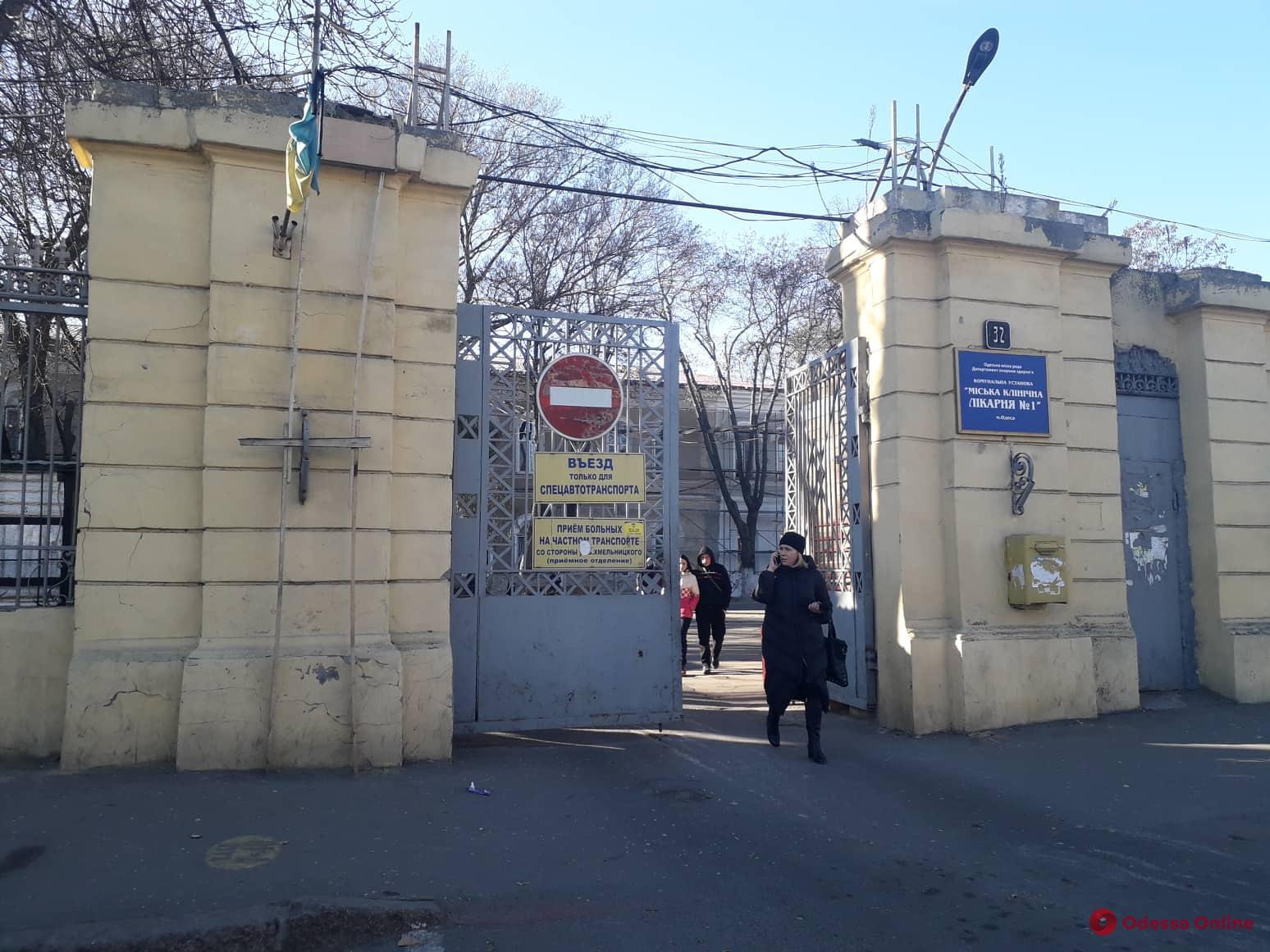 Пострадавший при пожаре на Троицкой сотрудник ГСЧС вторые сутки находится в коме