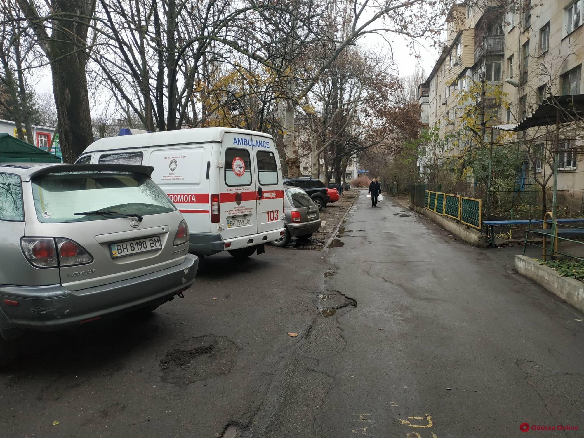 В Одессе прямо на улице умер пожилой мужчина