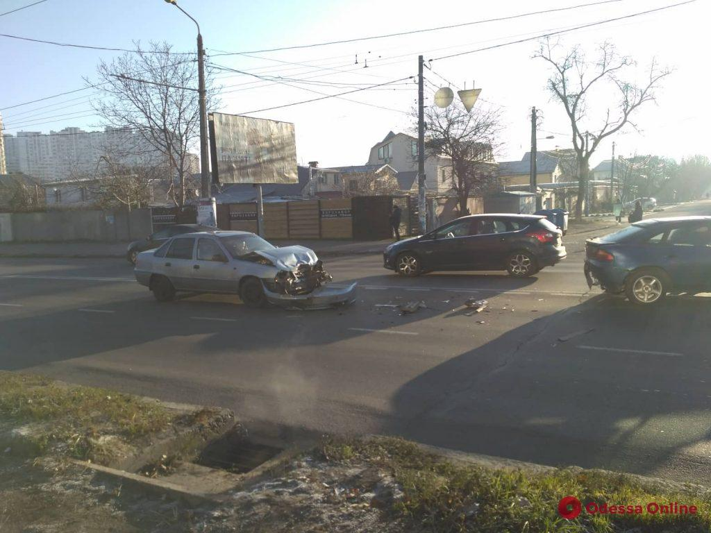 Одесса: возле «Промсвязи» столкнулись две легковушки