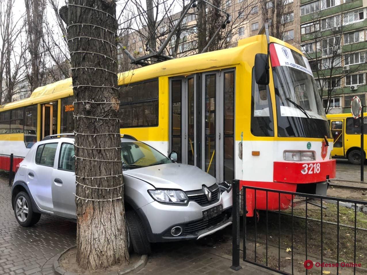На Черемушках из-за ДТП два часа стояли трамваи (фото)