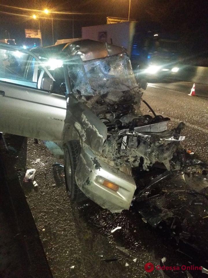 На Грушевского столкнулись пикап и грузовик – один из водителей погиб