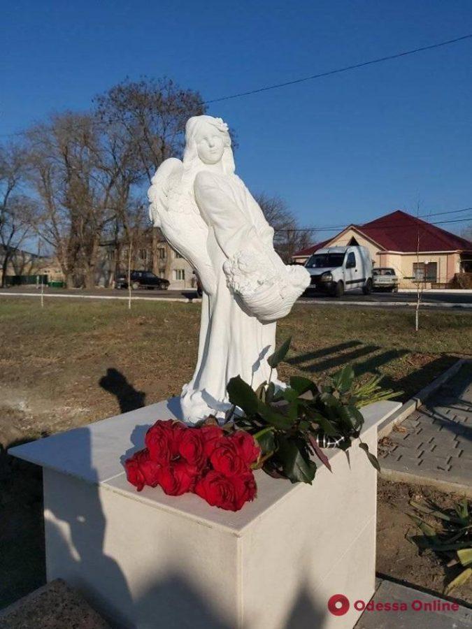 В Одесской области появился каменный ангел в память о Дарье Лукьяненко
