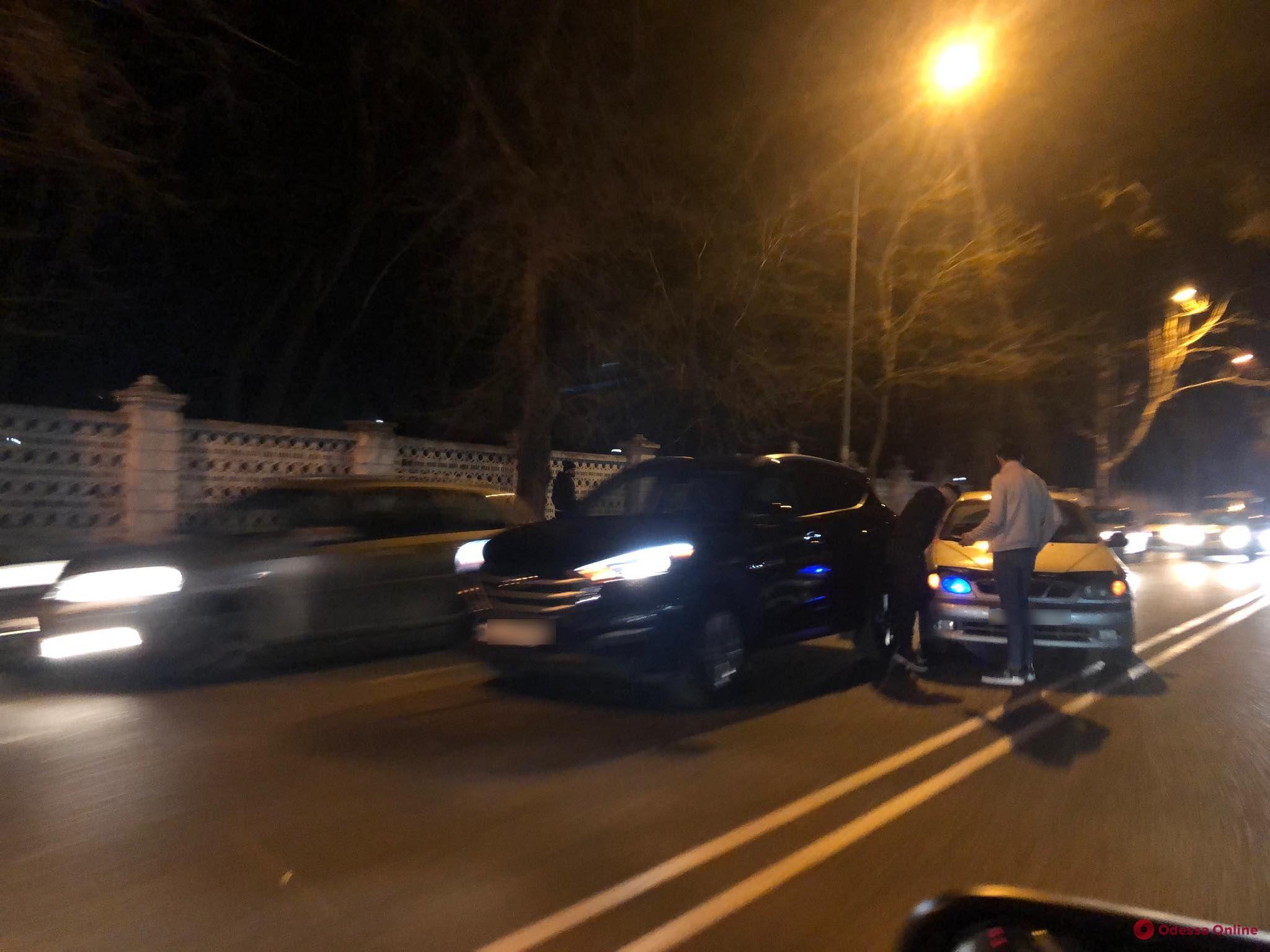 Из небольшого ДТП на Фонтанской дороге образовалась большая пробка