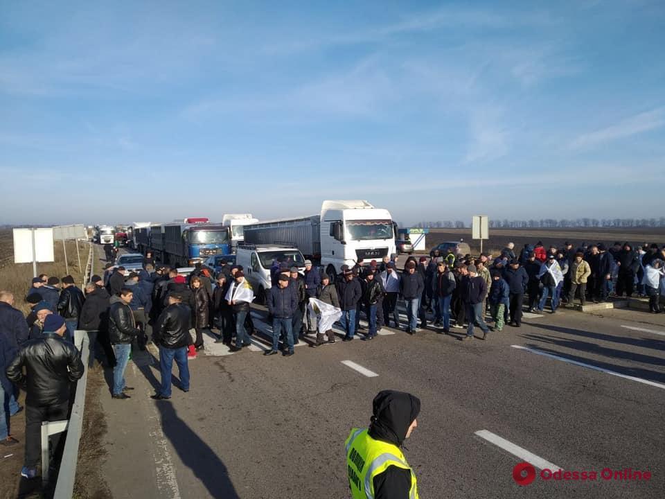 Фермеры перекрывали трассу Одесса—Киев в знак протеста против земельной реформы (видео)