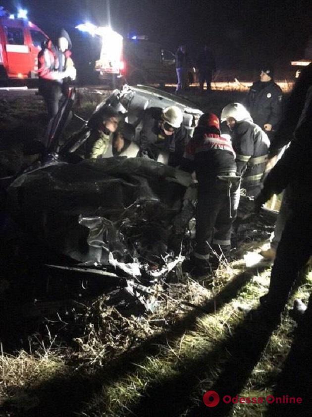 На трассе Одесса—Рени грузовик насмерть сбил пешехода и врезался в легковушку (обновлено)