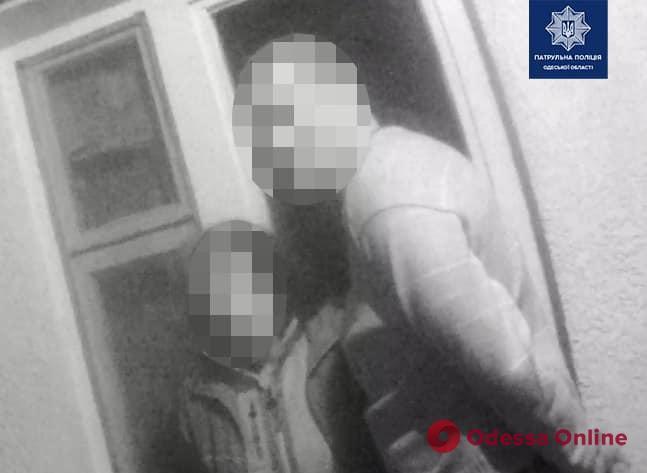 На Даче Ковалевского супружеская пара зарезала мужчину (видео, обновлено)