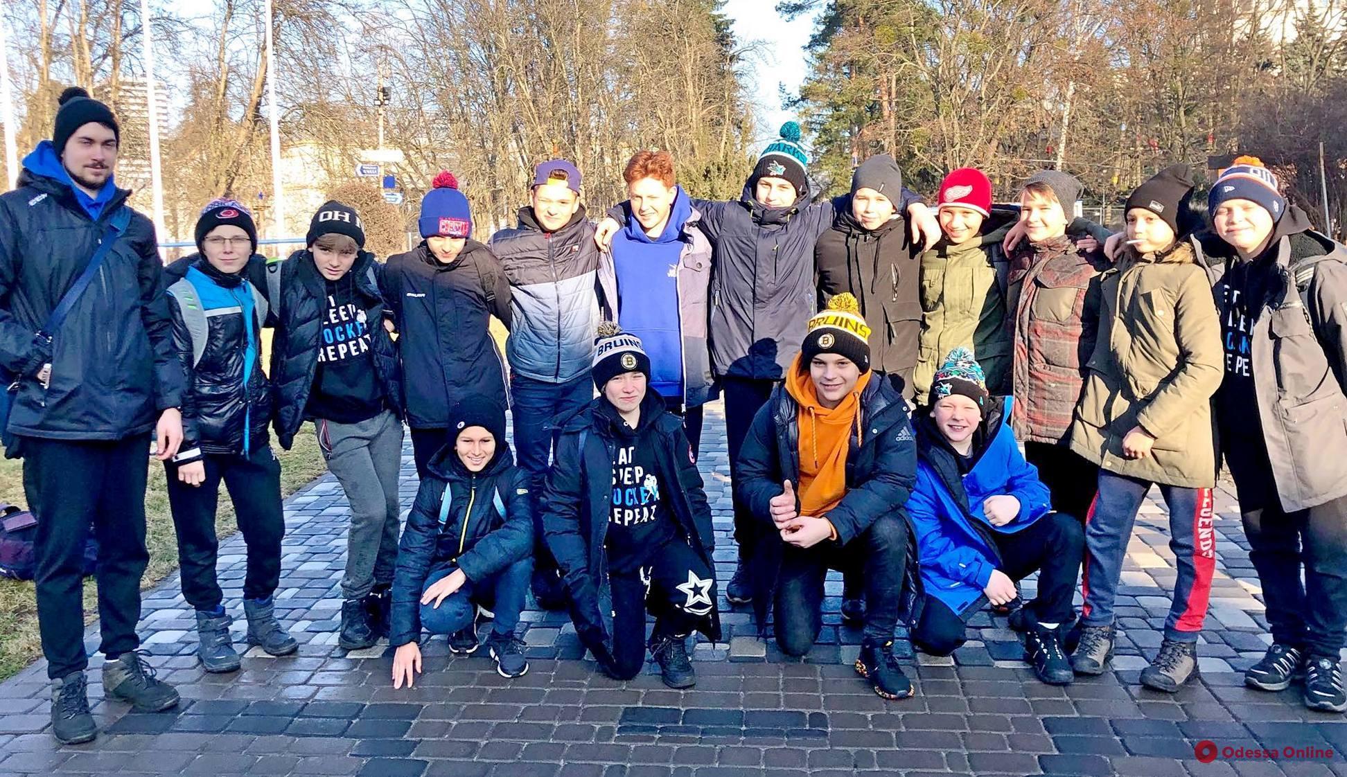 Хоккей: юные одесситы вышли в следующий этап всеукраинского турнира с первого места