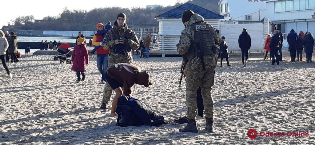 Прогулялись на Delfi: одесские пограничники воспитывали двух юных «экскурсантов» (фото)