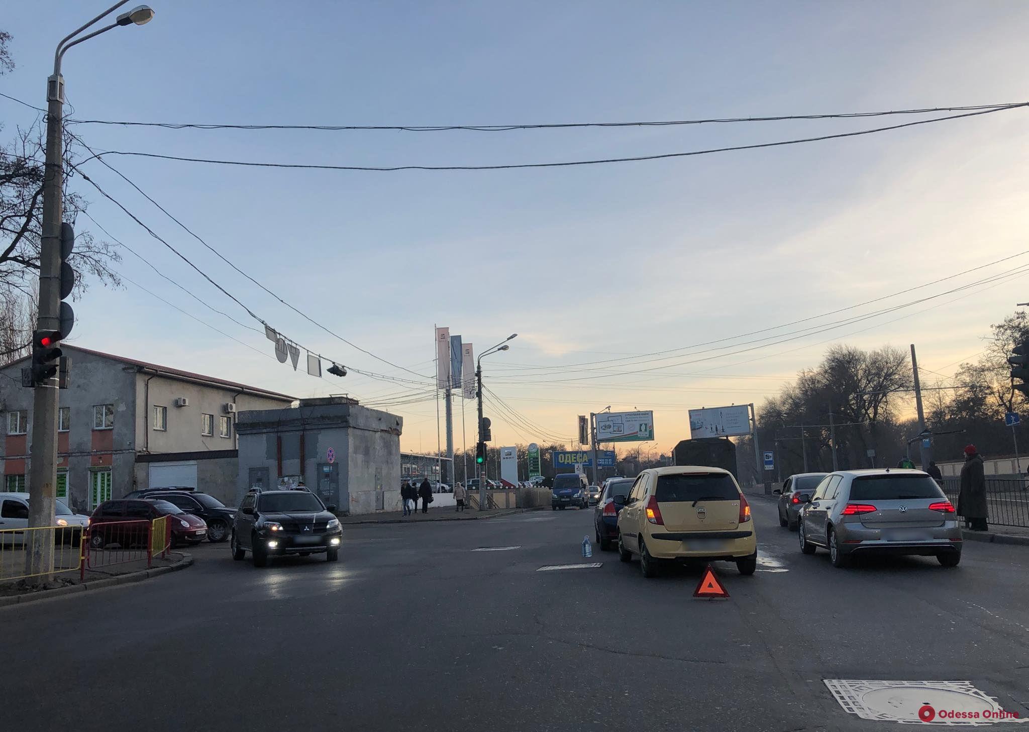Из-за ДТП возле Красного креста образовалась пробка