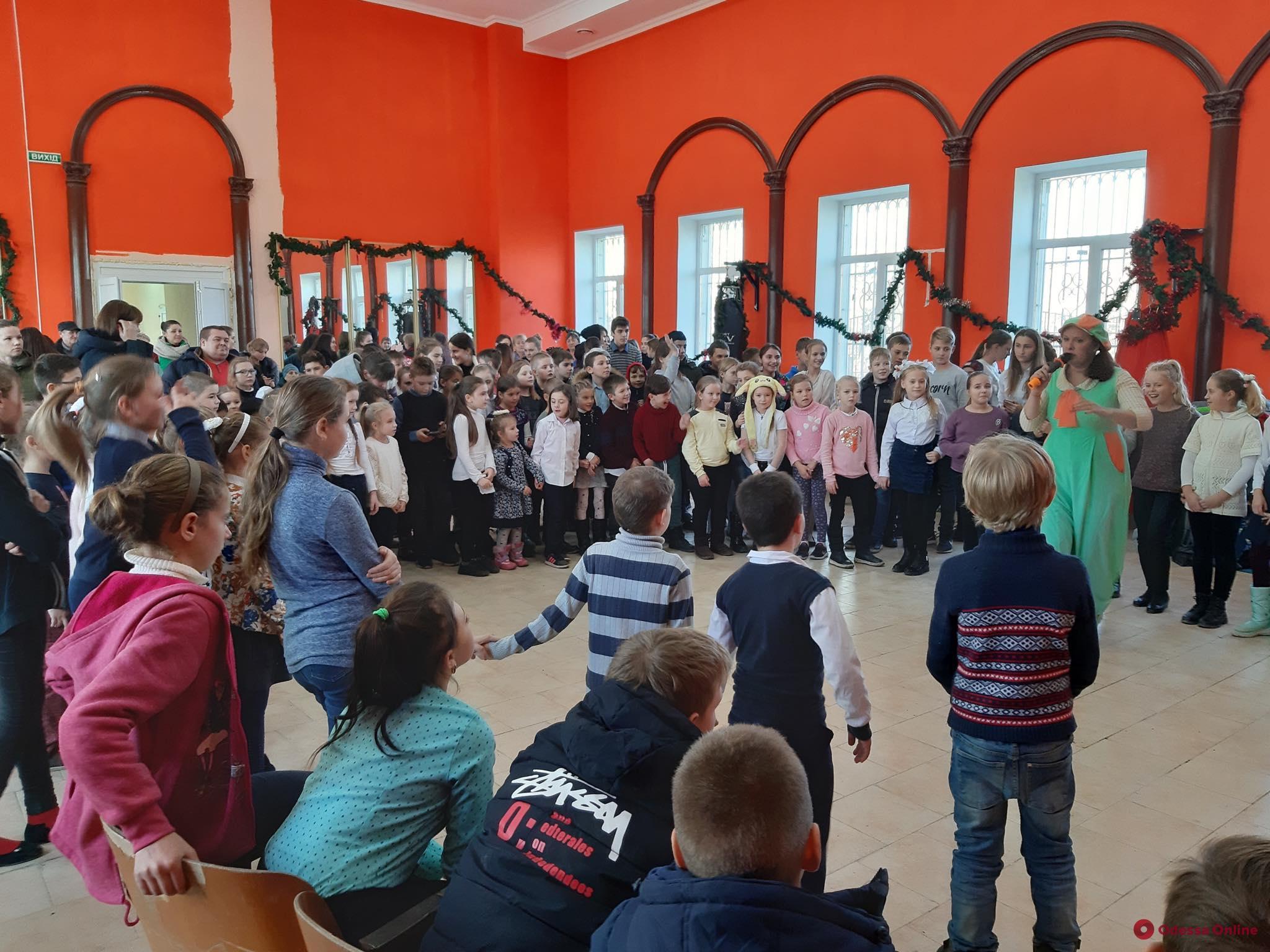 Компания «Евротерминал» поздравила одесских школьников с Днем святого Николая