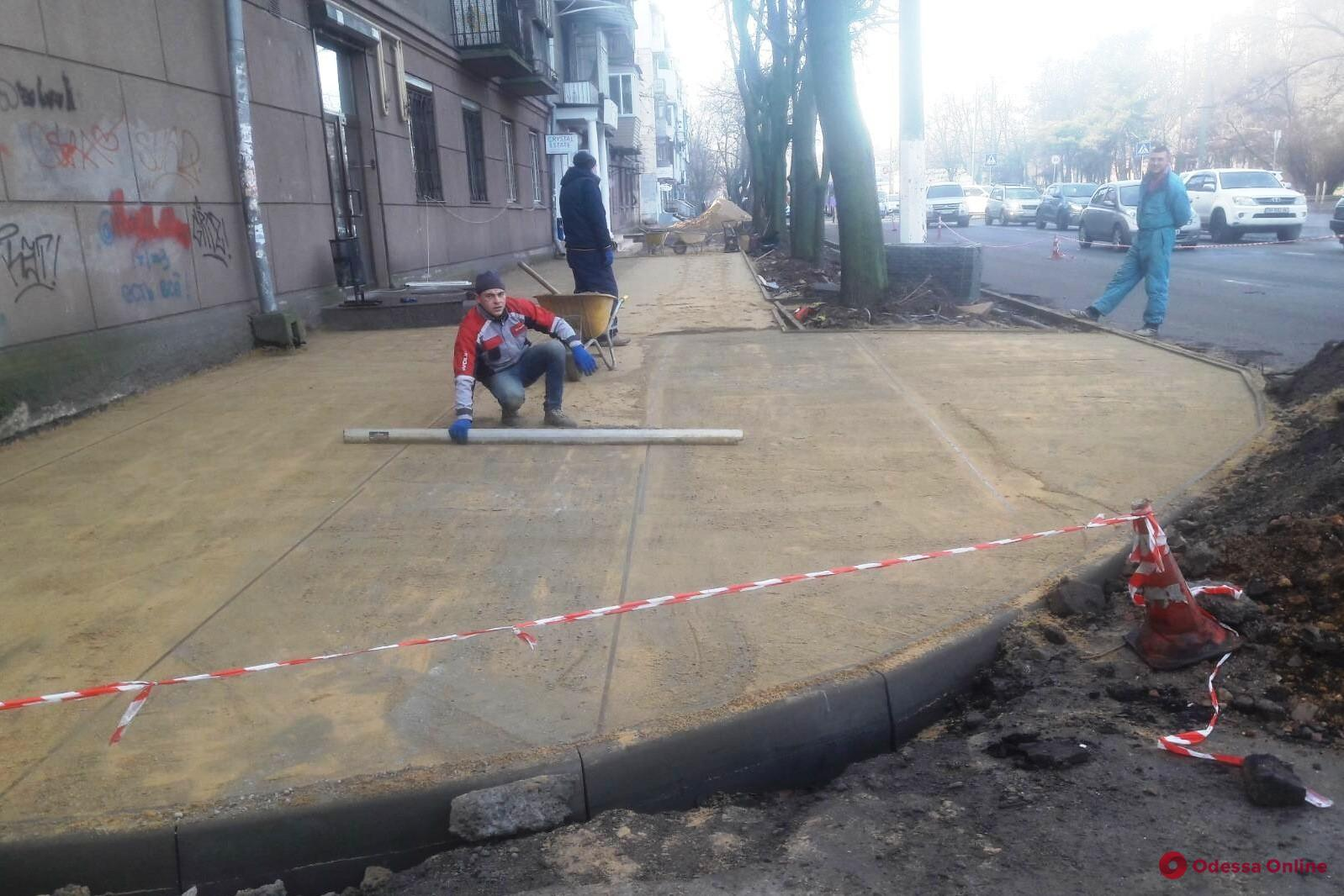 На проспекте Гагарина капитально ремонтируют тротуар