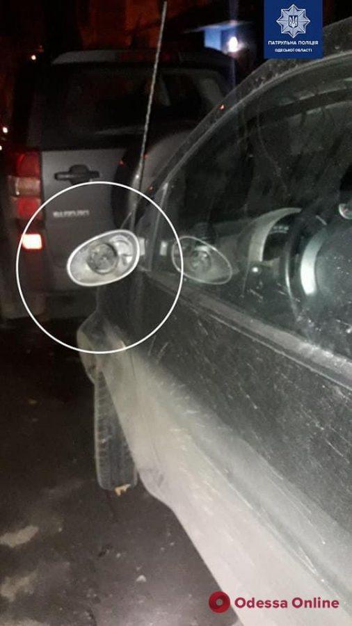 На поселке Котовского пьяный неадекват крушил машины