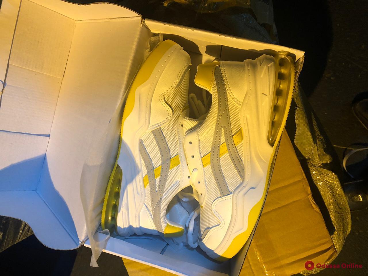 В Одесский порт из Китая прибыл контейнер с «липовыми» сумками SwissGear и Adidas