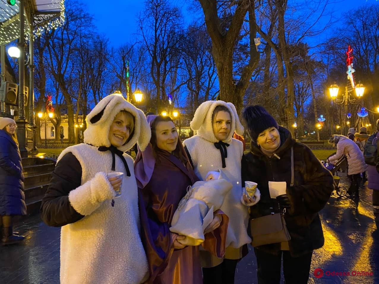 В Городском саду прошел праздник «Рождество в каждую семью» (фоторепортаж)