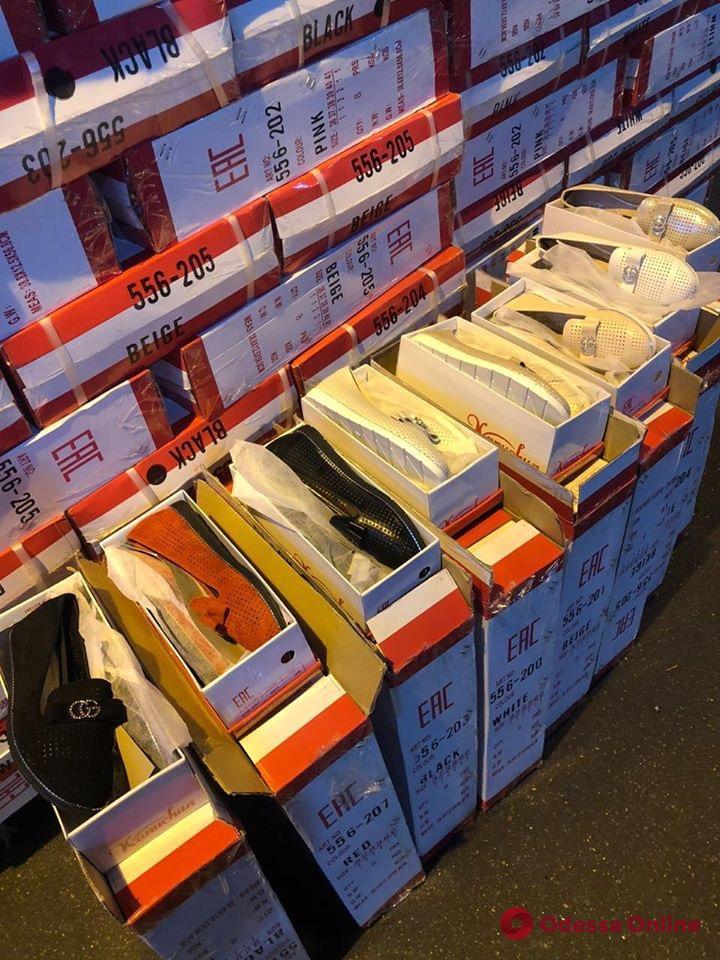 В Одесском порту задержали 5 тысяч пар «липовой» обуви Gucci