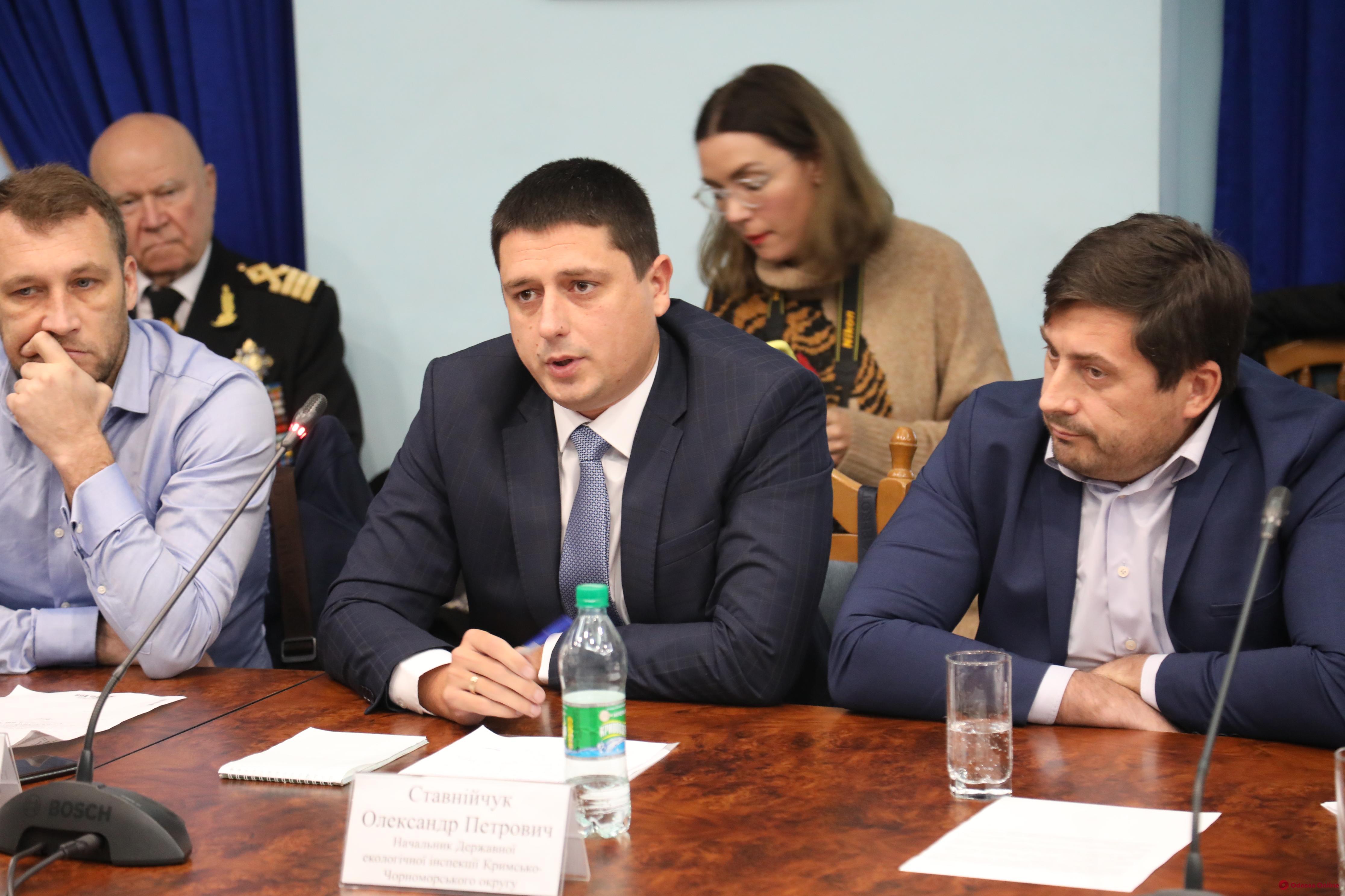 Руководителю экологической инспекции в Одесской области предложили уйти, чтобы «не выносить с креслом»