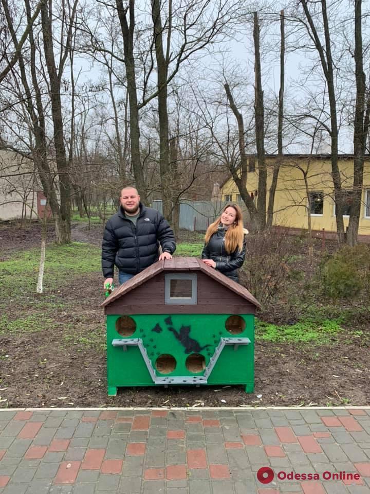 Одесса: в Лузановке появился новый домик для кошек