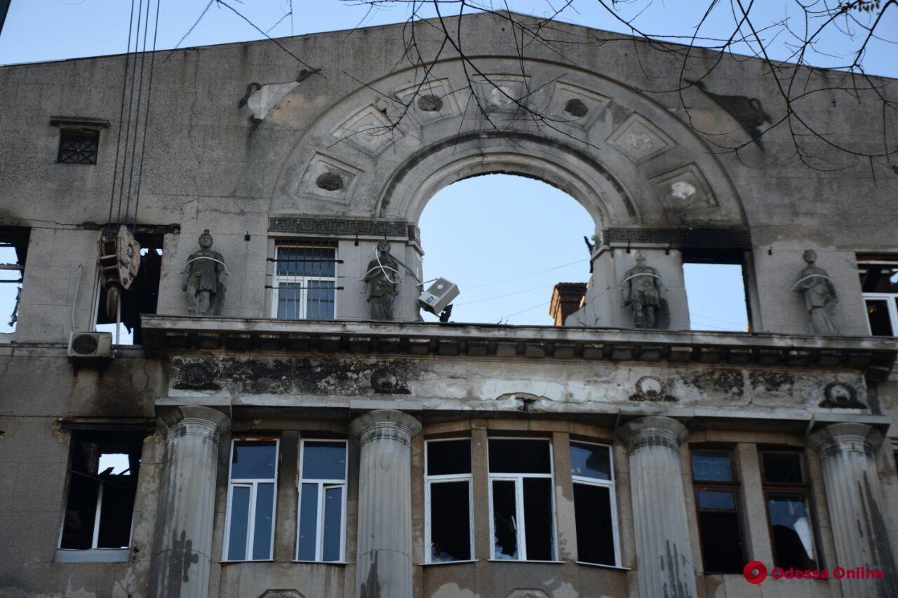 Пожар на Троицкой: в больницах города остаются девять пострадавших