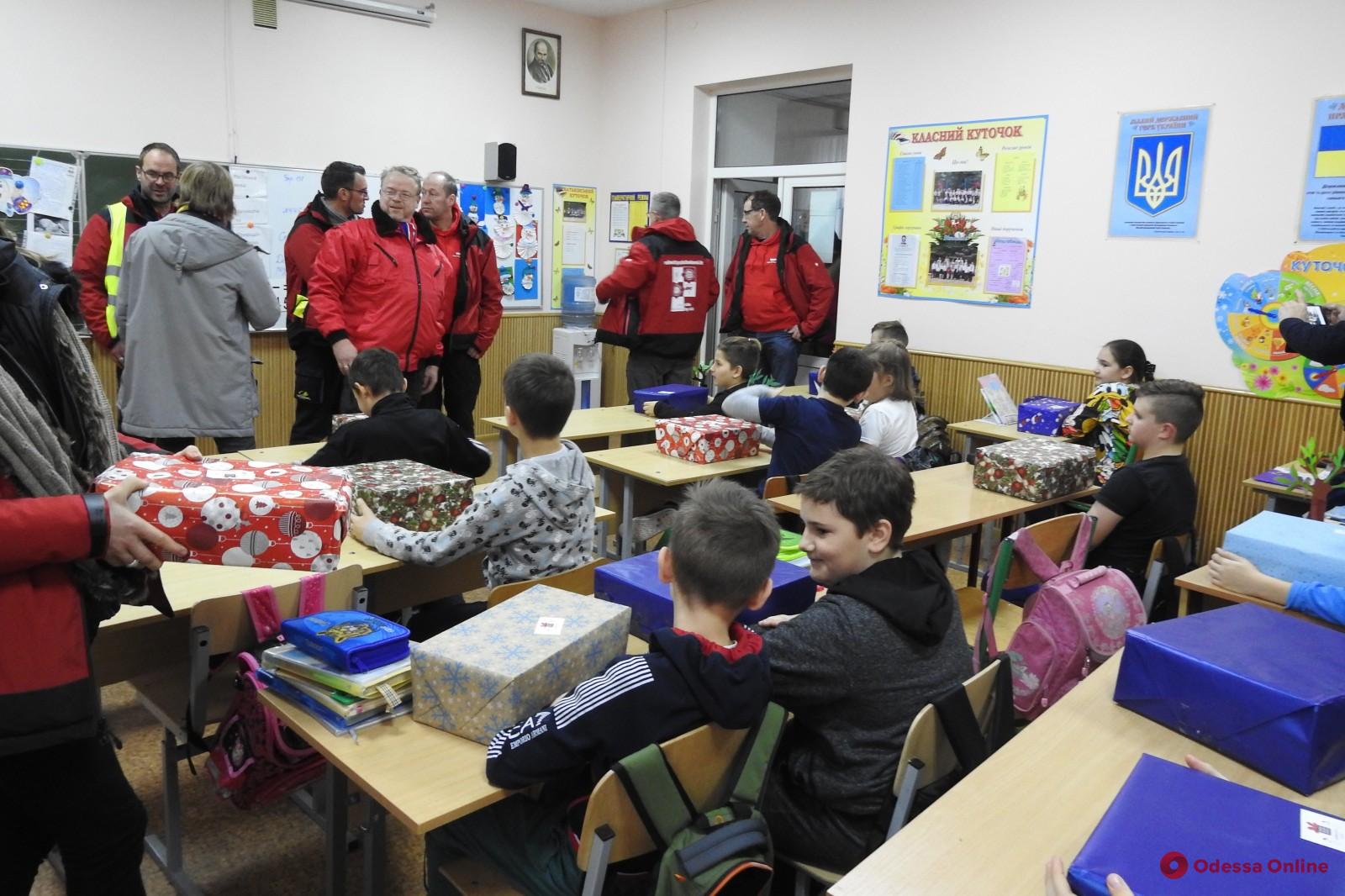 Гуманитарный конвой доставил в Одессу из Германии 18 тысяч подарков