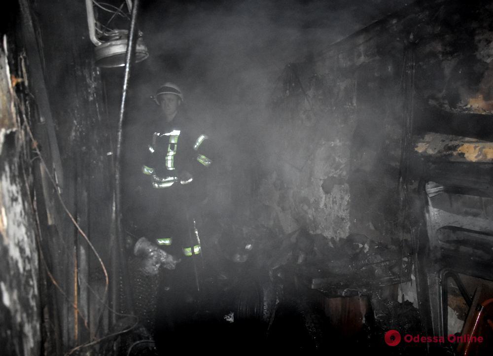 В центре Одессы тушили пожар в жилом доме (видео)