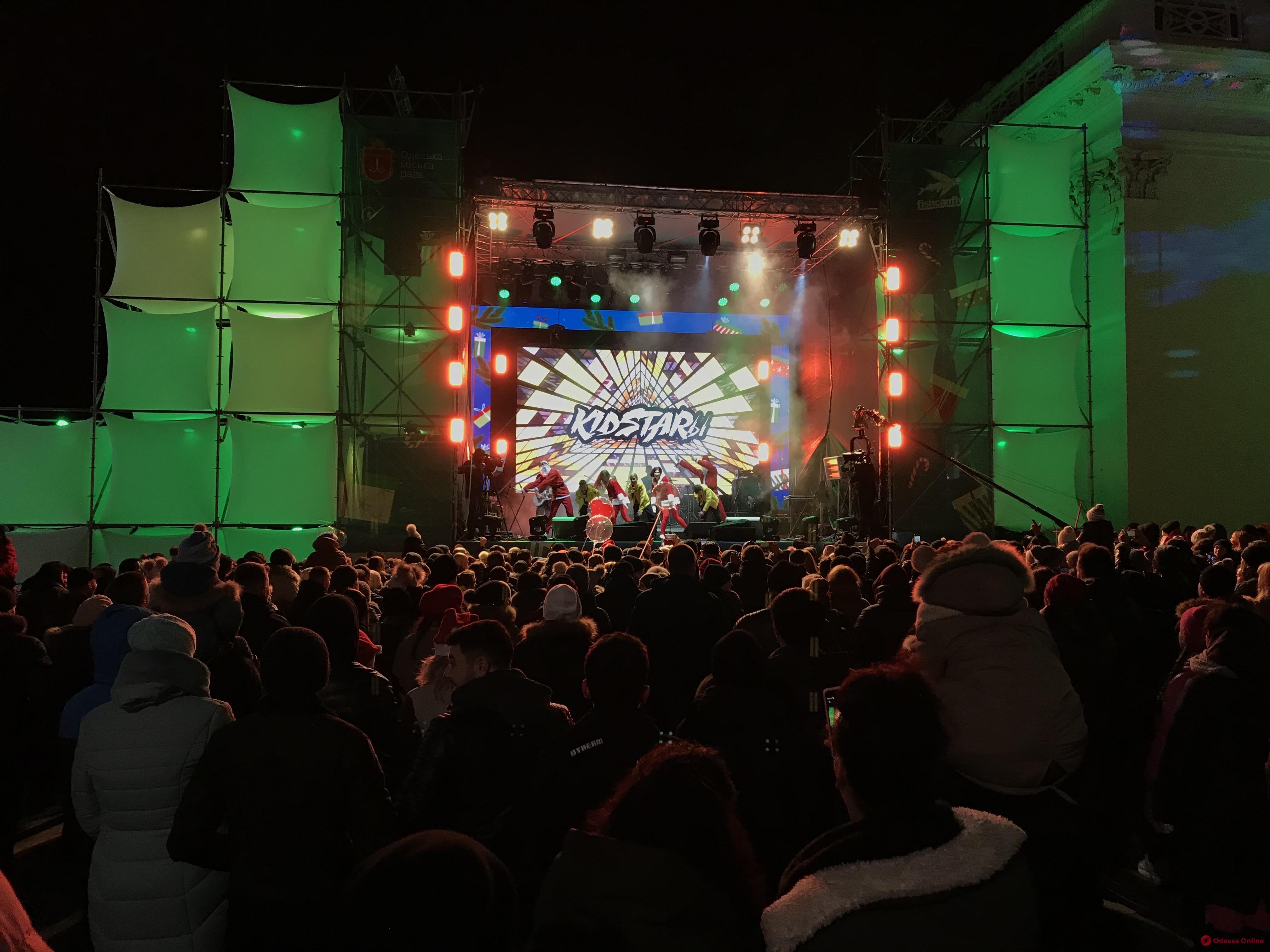 На Думской площади начался праздничный концерт