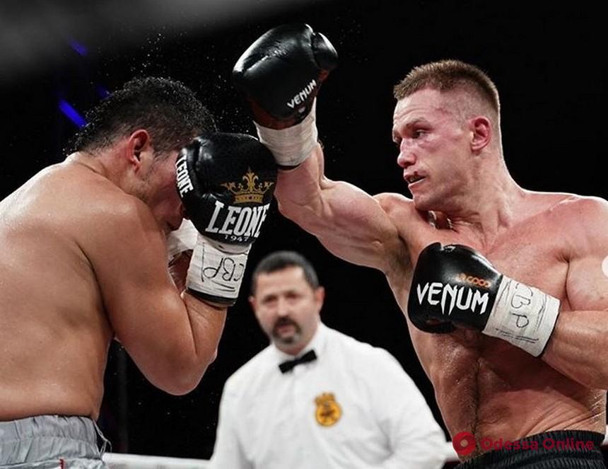 Всемирно известный одесский боец успешно дебютировал в профессиональном боксе