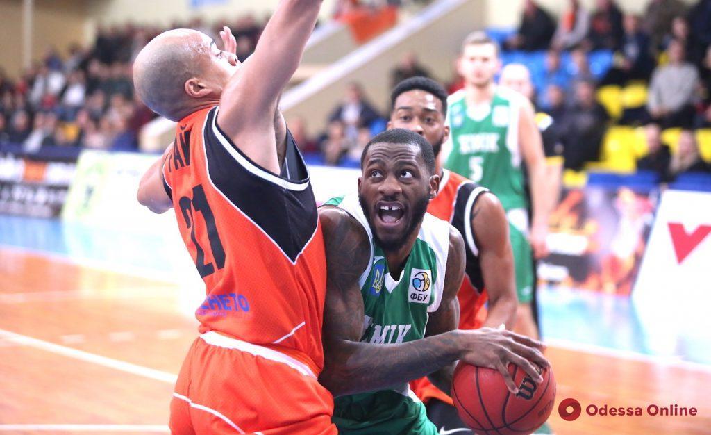 Баскетбол: «Одесса» вырывает победу в третьем овертайме, «Химик» прерывает неприятную серию