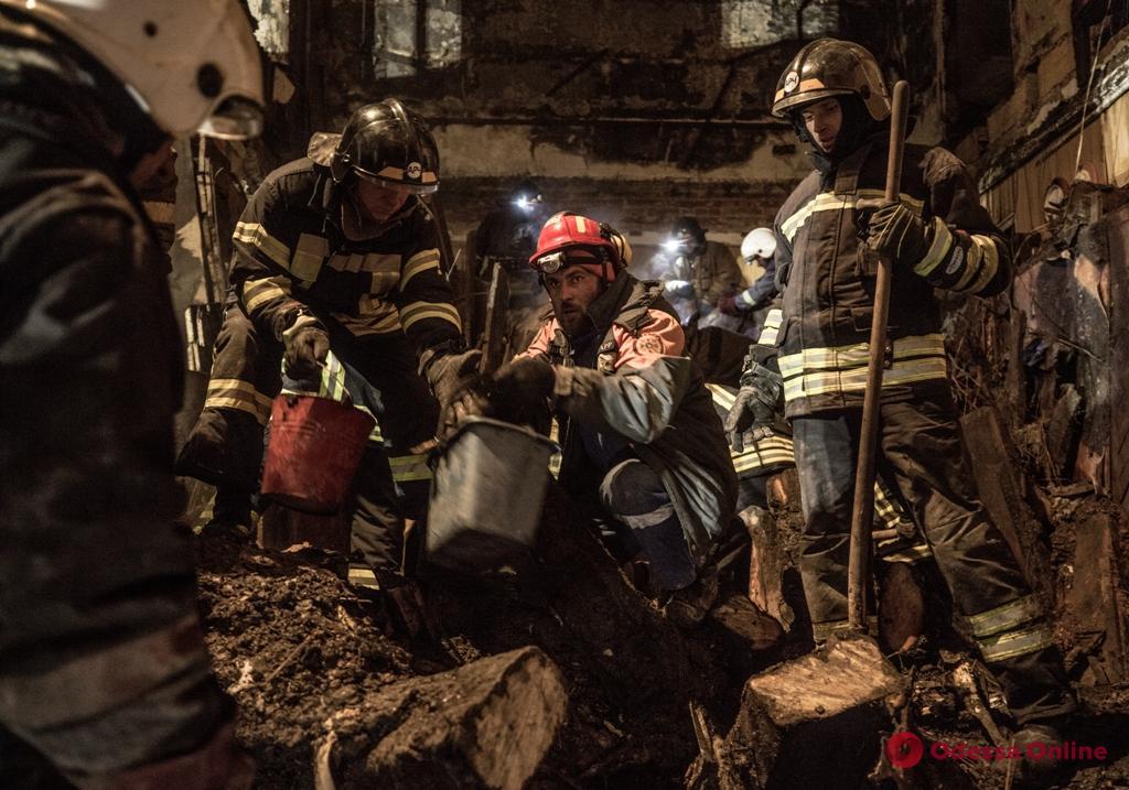 В Одессе завершили разбор завалов сгоревшего колледжа