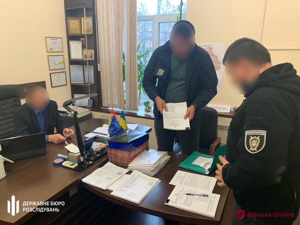 Руководство областной миграционной службы подозревают в присвоении 898 тысяч