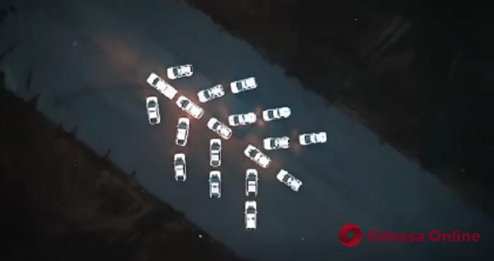 Одесские патрульные и нацгвардейцы устроили новогодний флешмоб (видео)