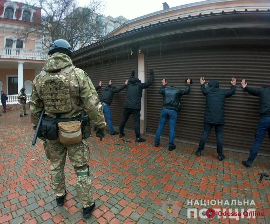 С оружием и в масках: в Одессе произошел конфликт между охранными фирмами