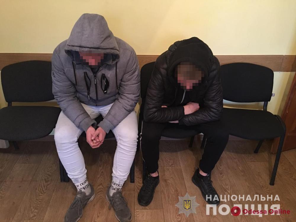 Полицейские задержали избивших и ограбивших подростка одесситов