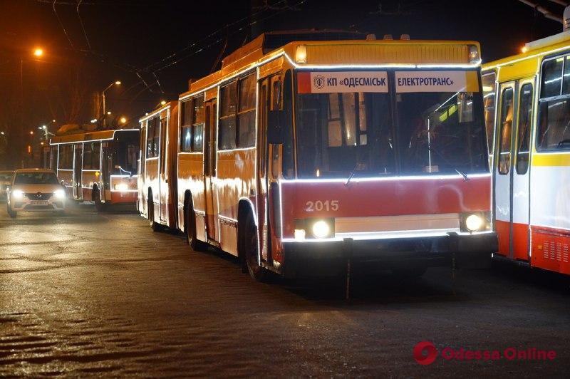 Парад новогодних троллейбусов состоялся в Одессе (фоторепортаж)