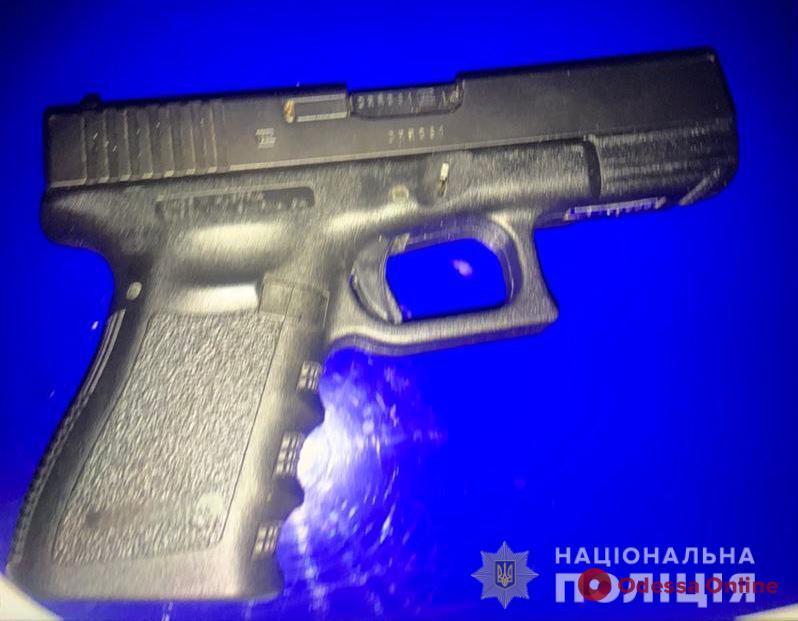 В Одессе мужчину задержали за пистолет
