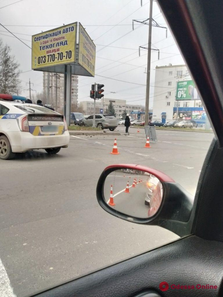 В Одессе столкнулись легковушка и кроссовер