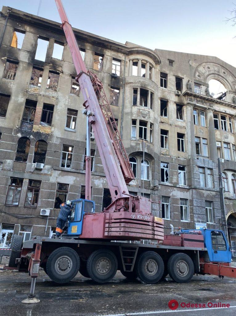 Сотрудники ГСЧС приступили к поискам людей в здании на Троицкой (фото, обновлено)