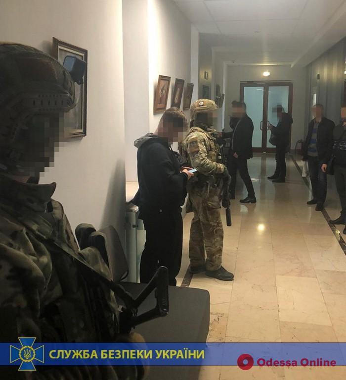 Коммунальщики присвоили 11 миллионов во время реконструкции Одесского аэропорта